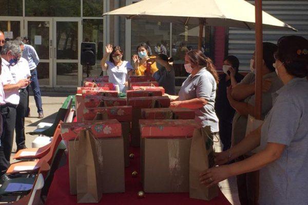 Escuela de Odontología UC entregó cenas de navidad a personal externo
